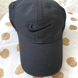 Black on black Nike Pro cap